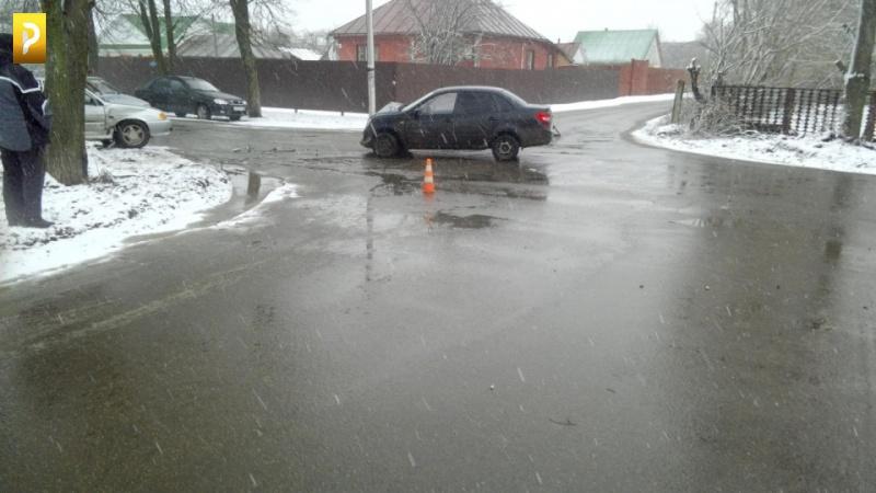 ВТамбовской области вДТП пострадал пассажир, стоящего автомобиля
