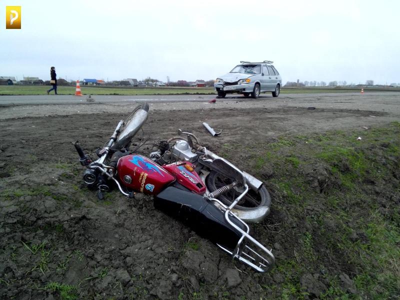 ВТамбовской области ВАЗ столкнулся смопедом: два человека пострадали